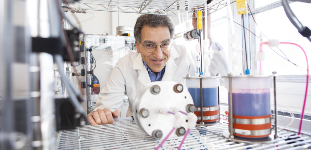 Aziz with flow battery