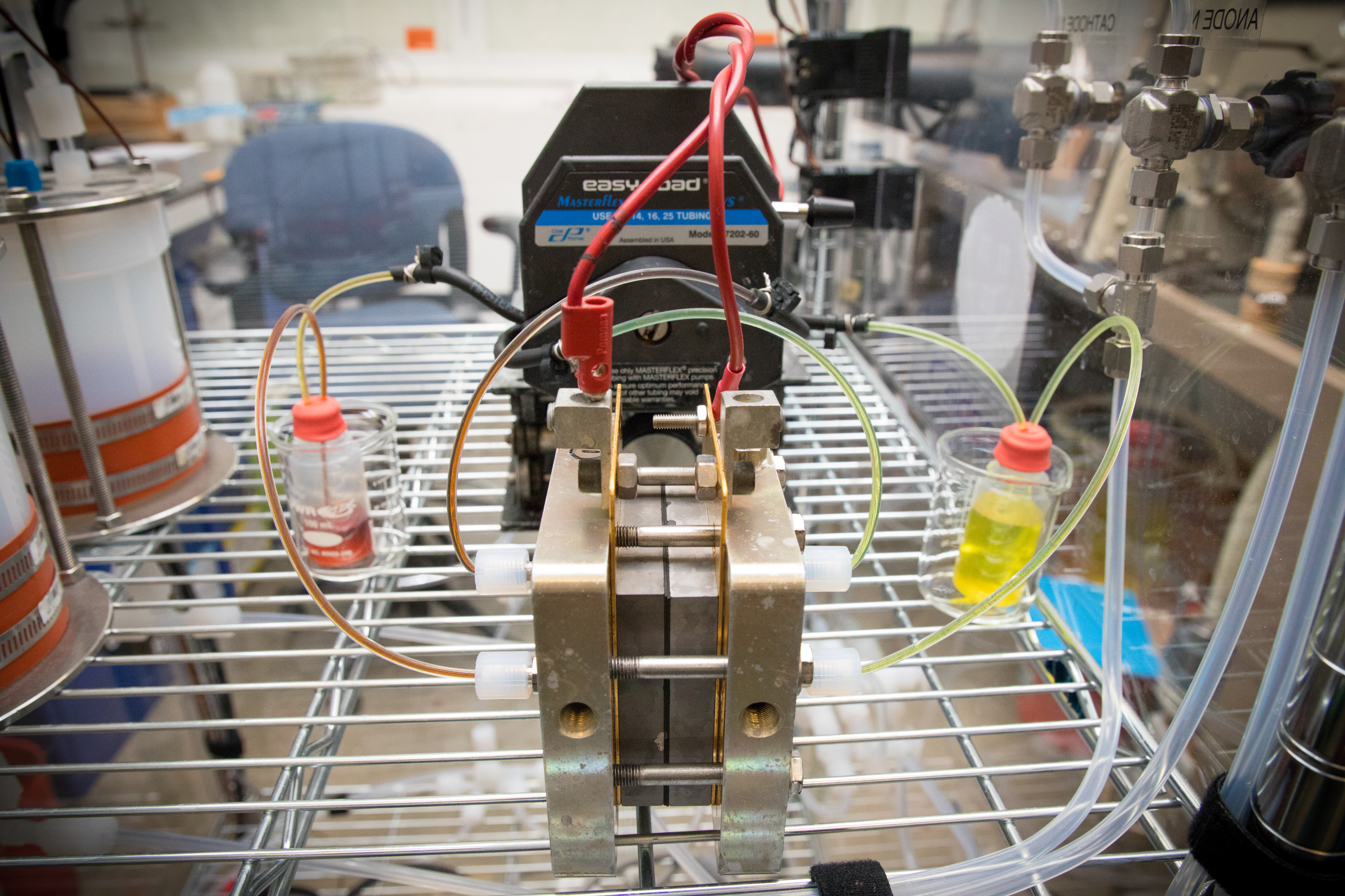 Organic Mega Flow Battery transcends lifetime, voltage