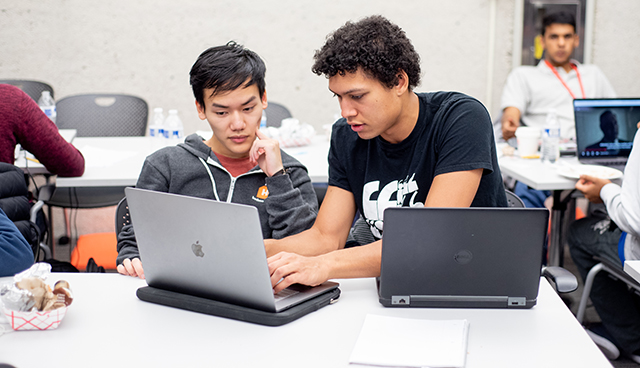 London Lowmanstone IV, A.B. '21, a computer science and philosophy concentrator, and William Yao, A.B. '21, an applied mathematics and computer science concentrator, collaborate on their project. (Photo by Oleksandr Babii)