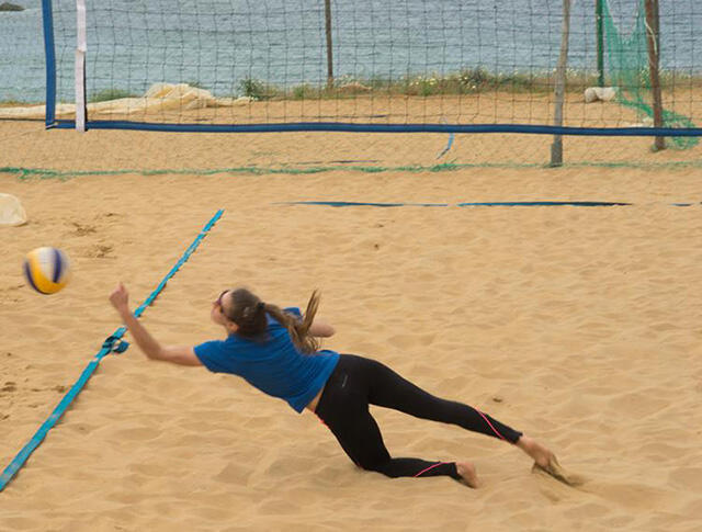 Eleni Dovrou playing volleyball