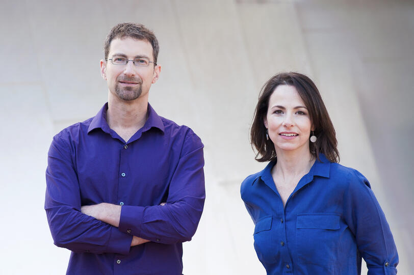 Martin Wattenberg (left) and Fernanda Viégas (right) stand in front of a blank wall.